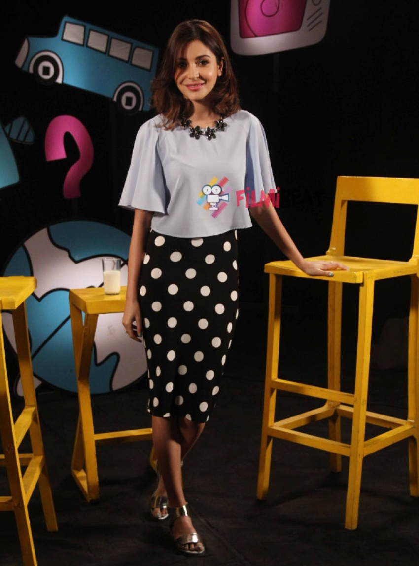 Anushka Sharma Shoots For Chat Show Captain Tiao Photos