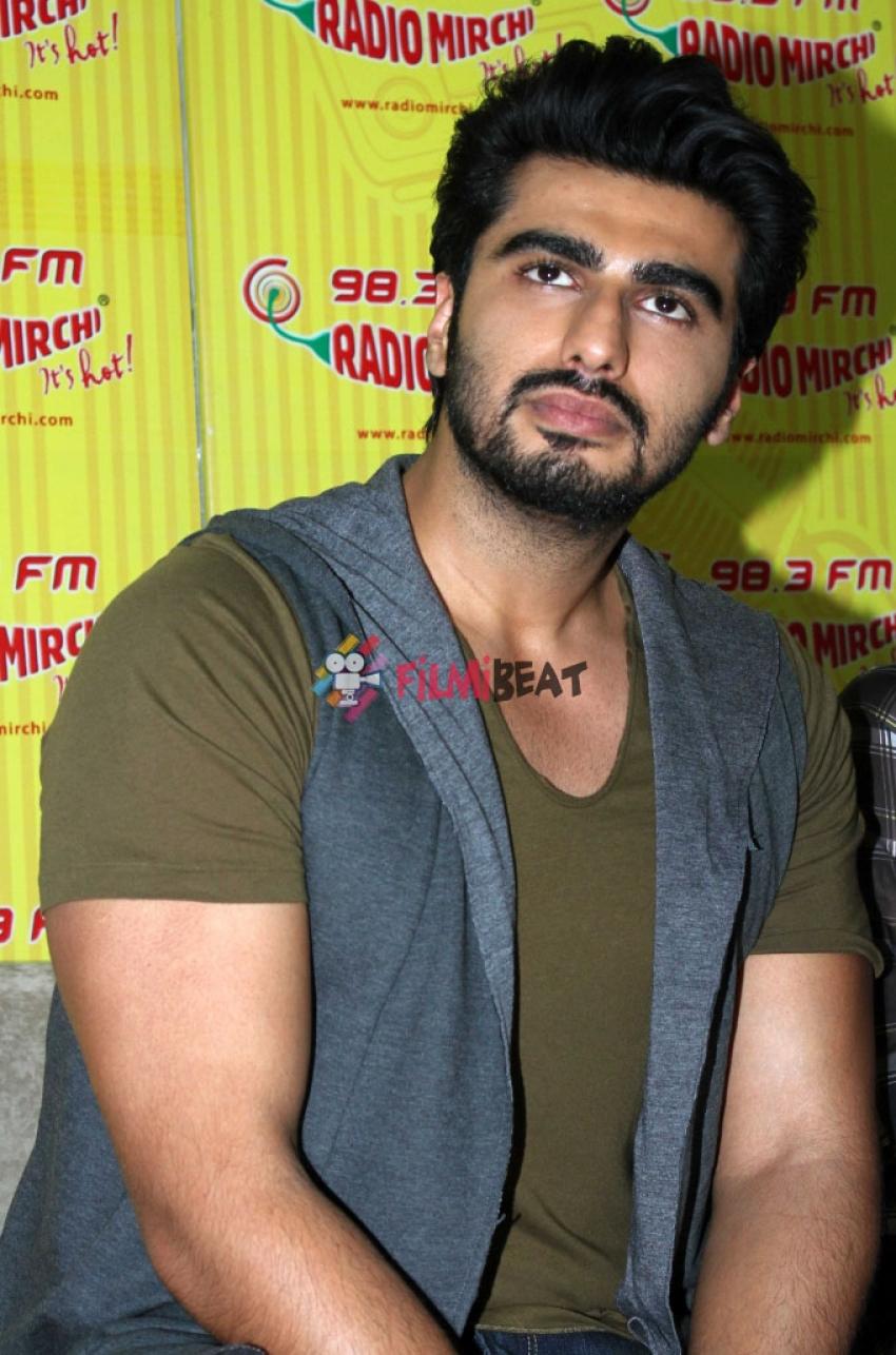 Arjun & Sonakshi Promote 'Tevar' At Radio Mirchi Photos