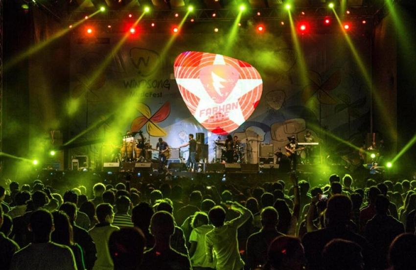 Farhan Akhtar Live Concert At Windsong Music Fest Photos