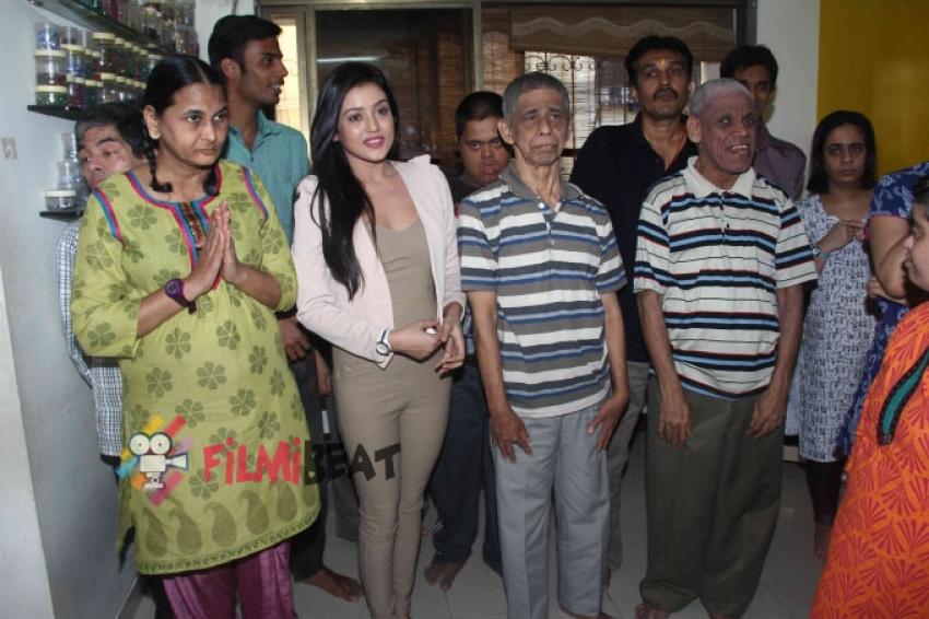 Mishti Chakraborty Celebrates Her Birthday With NGO Photos