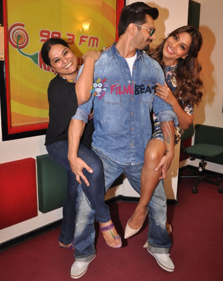 Bipasha Basu & Karan Singh Grover Promote 'Alone' At Radio Mirchi Photos