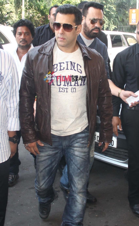 Anil Kapoor, Salman Khan, Rani Mukerji Snapped At Airport Photos