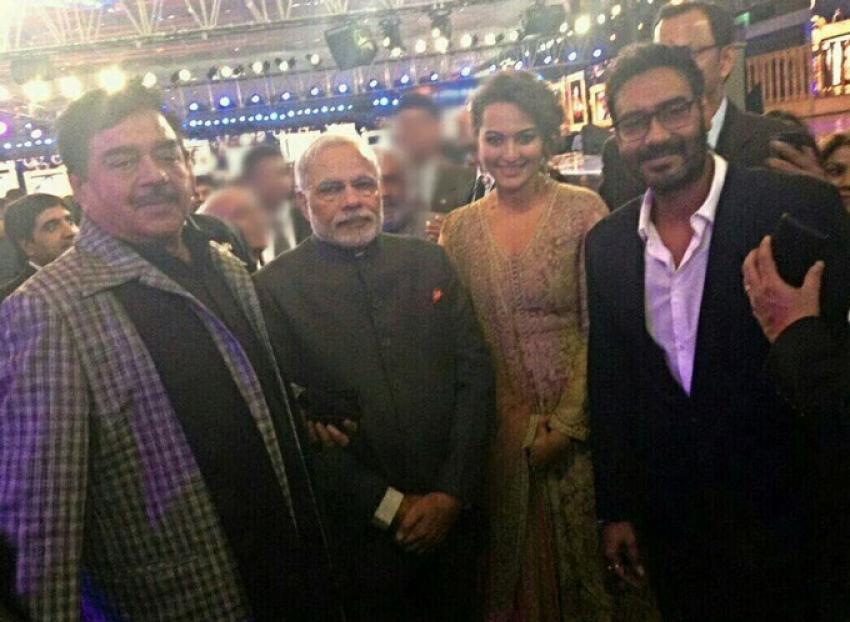 Shah Rukh, Salman And Aamir Khan Come Together for Aap Ki Adalat Photos