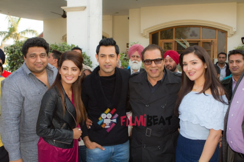 Dharmendra Celebrates His 79th Birthday On The Sets Of 'Second Hand Husband' Photos