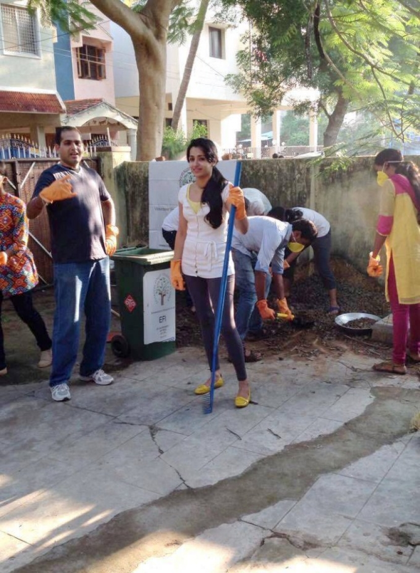 Trisha's Swachh Bharat Campaign Photos