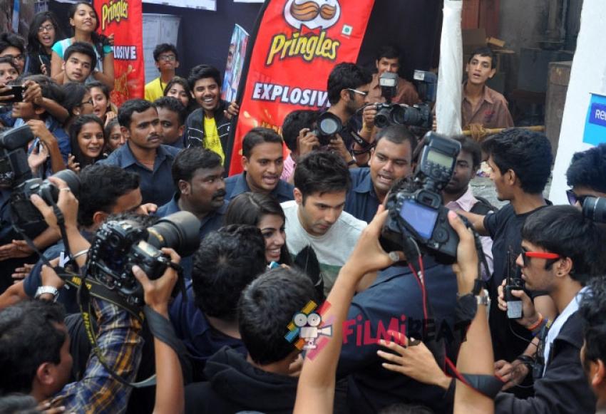 Varun Dhawan Promotes Badlapur Photos