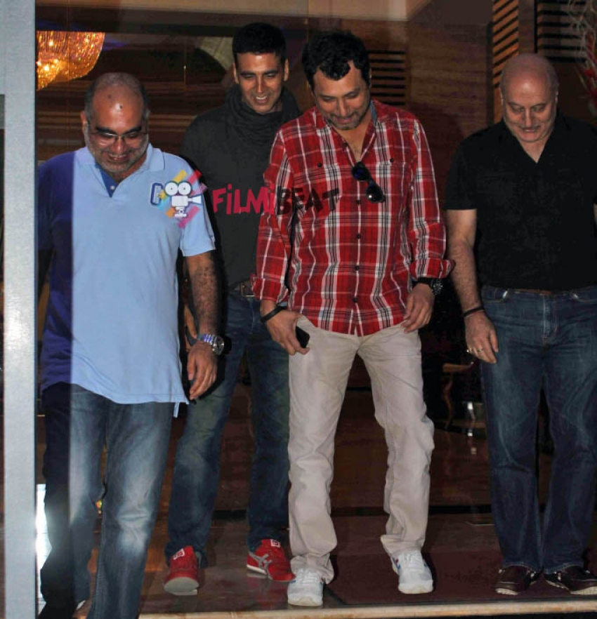 Akshay Kumar & Anupam Kher Snapped At Juhu Photos