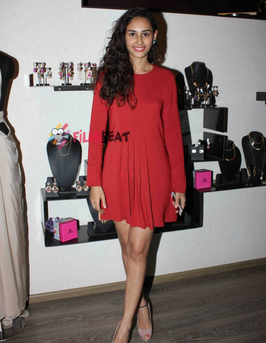 Lisa Haydon & Other Celebs At 'Atosa Fashion Preview' Photos
