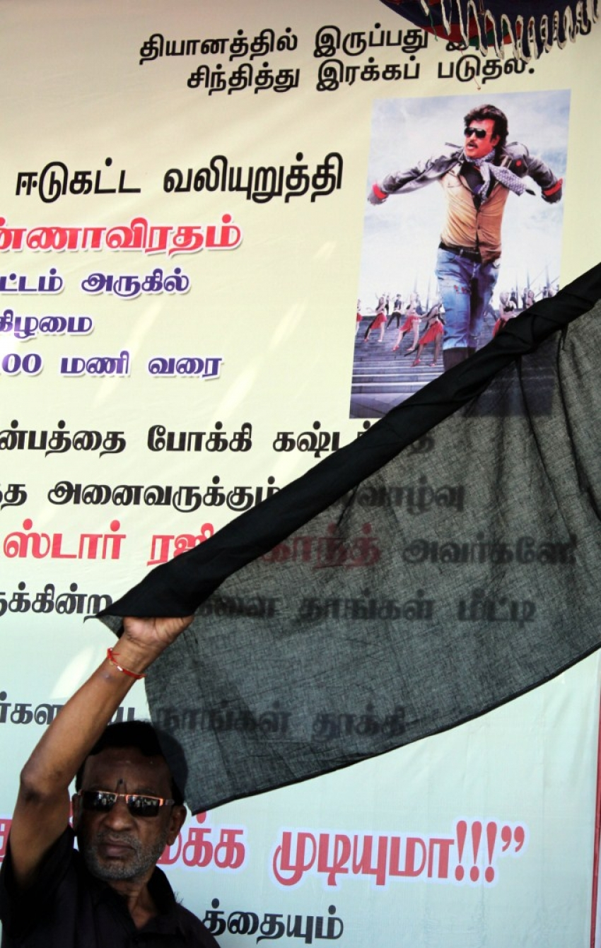 Distributors Protest Against Lingaa Movie Photos