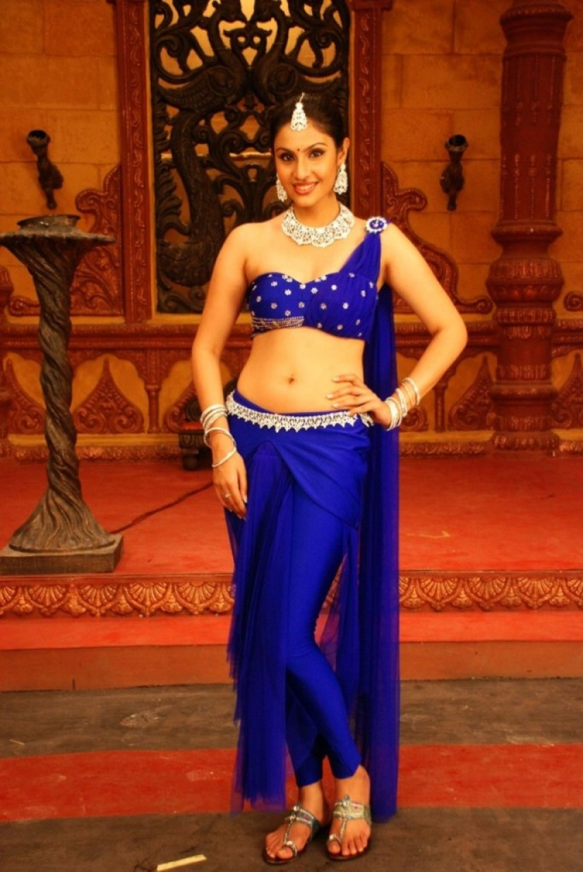 Divya Parameshwaran Photos