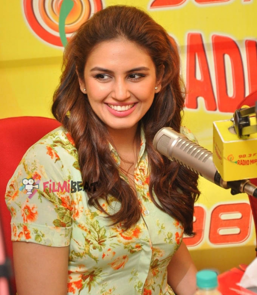 Varun, Huma & Nawazuddin Promote 'Badlapur' At Radio Mirchi Photos
