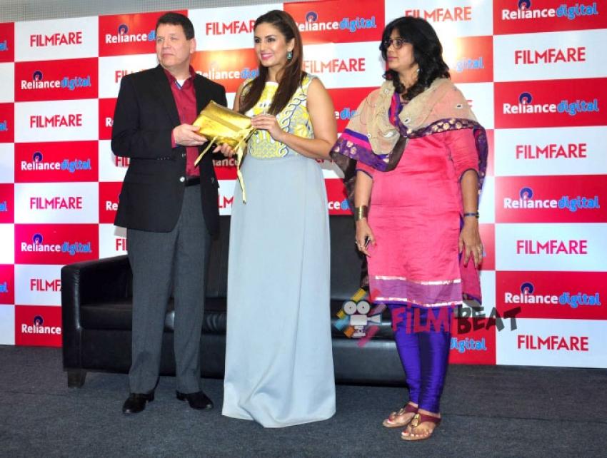 Huma Qureshi Launches Filmfare Calendar 2015 Photos