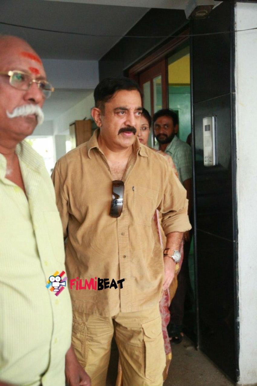 Kamal Hassan Visits K. Balachander Residence Photos