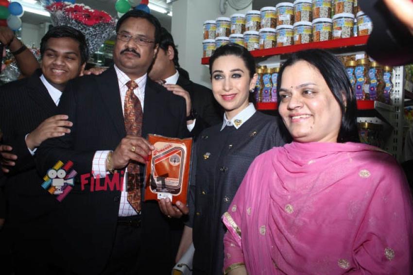 Karisma Kapoor Inaugurates Dhananjay Datar's Masala King Supermarket Photos