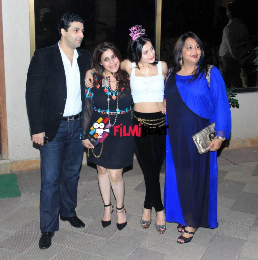 New Year Party at Sanjay Dutt House Photos