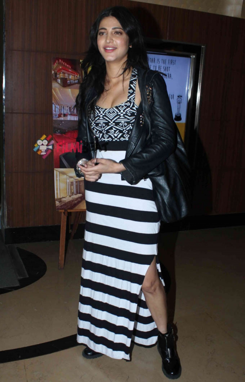 Shruti Haasan Snapped At PVR, Juhu Photos