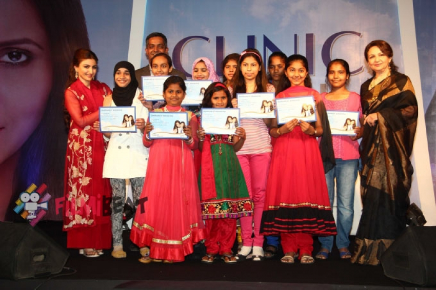 Soha Ali Khan & Sharmila Tagore Attend Clinic Plus Scholarship Programme Photos