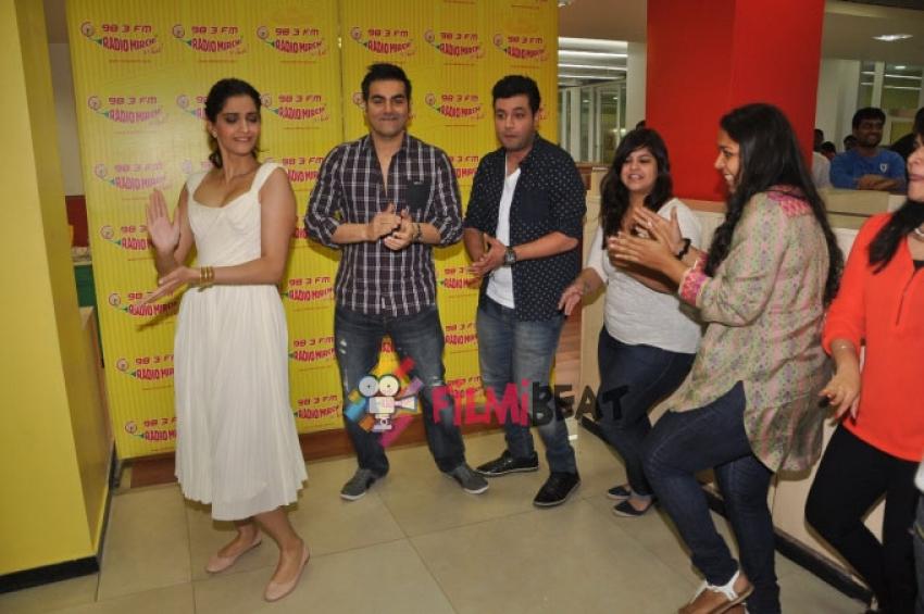 Sonam Kapoor & Arbaaz Khan Promote 'Dolly Ki Doli' At Radio Mirchi Photos
