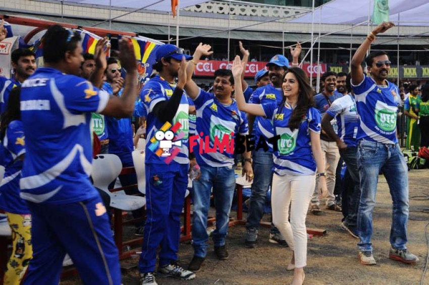 CCL 5 : Telugu Warriors Vs Karnataka Bulldozers Match Photos