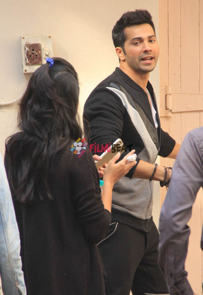 Varun Dhawan Snapped At Bandra Photos