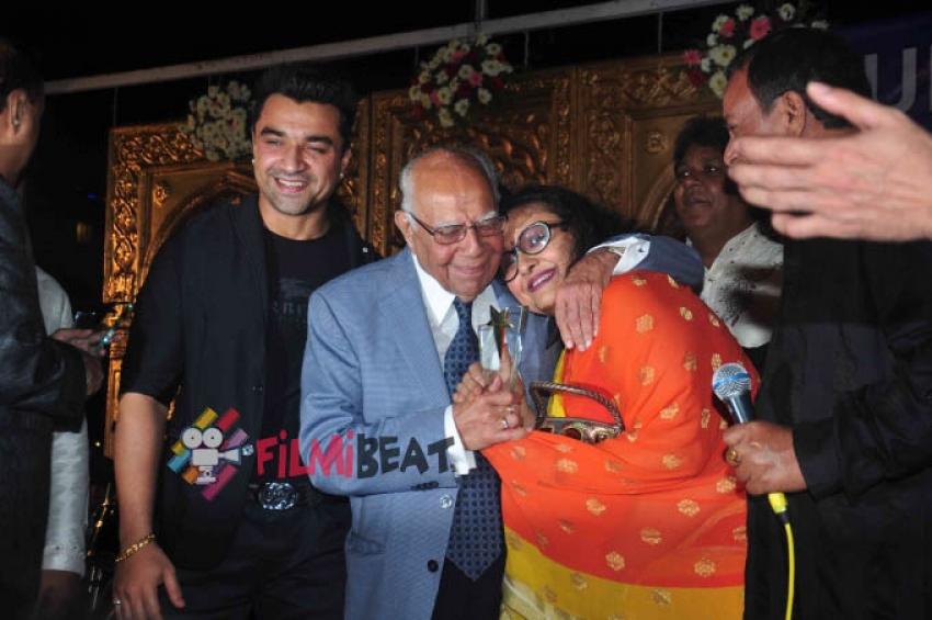 Celebs At Hum Log Awards Photos
