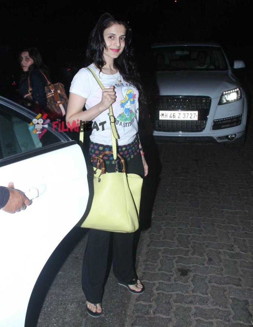 Shilpa Shetty & Ameesha Patel Snapped At Hakkasan, Mumbai Photos
