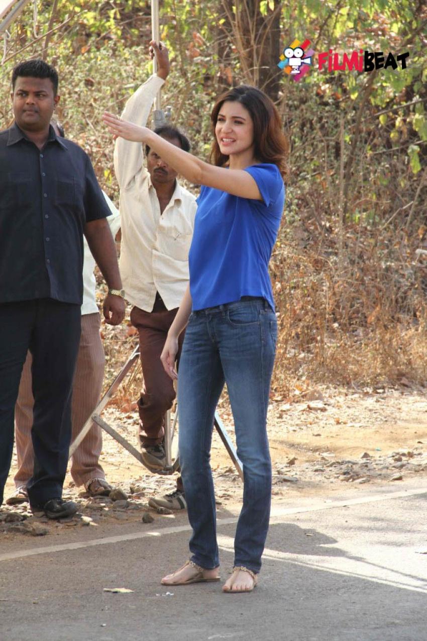 Anushka Sharma Promotes NH10 On The Sets Of Savdhaan India Photos