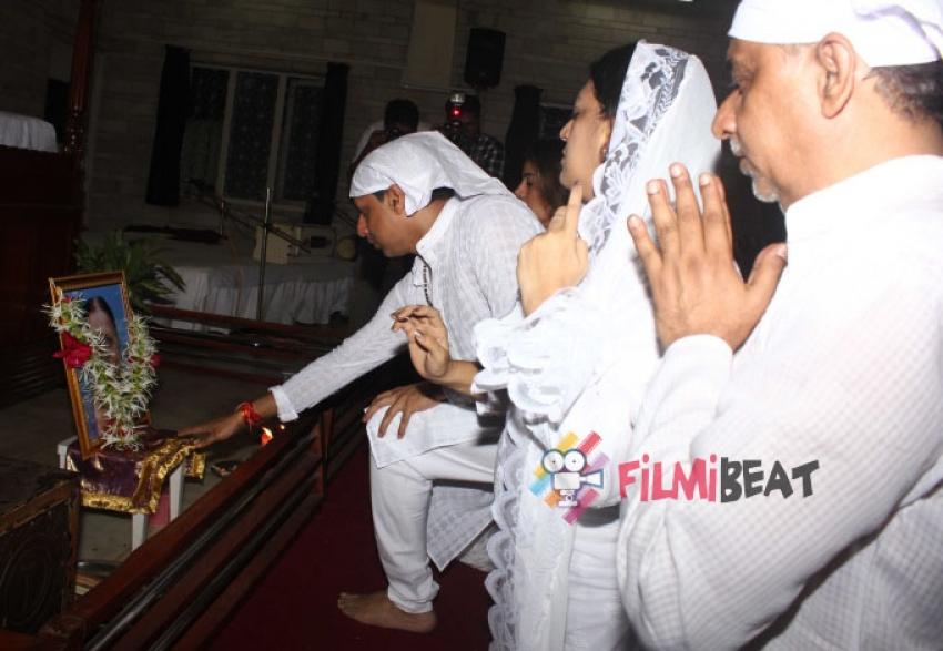 Condolence Meet Of Madhur Bhandarkar's Mother Photos