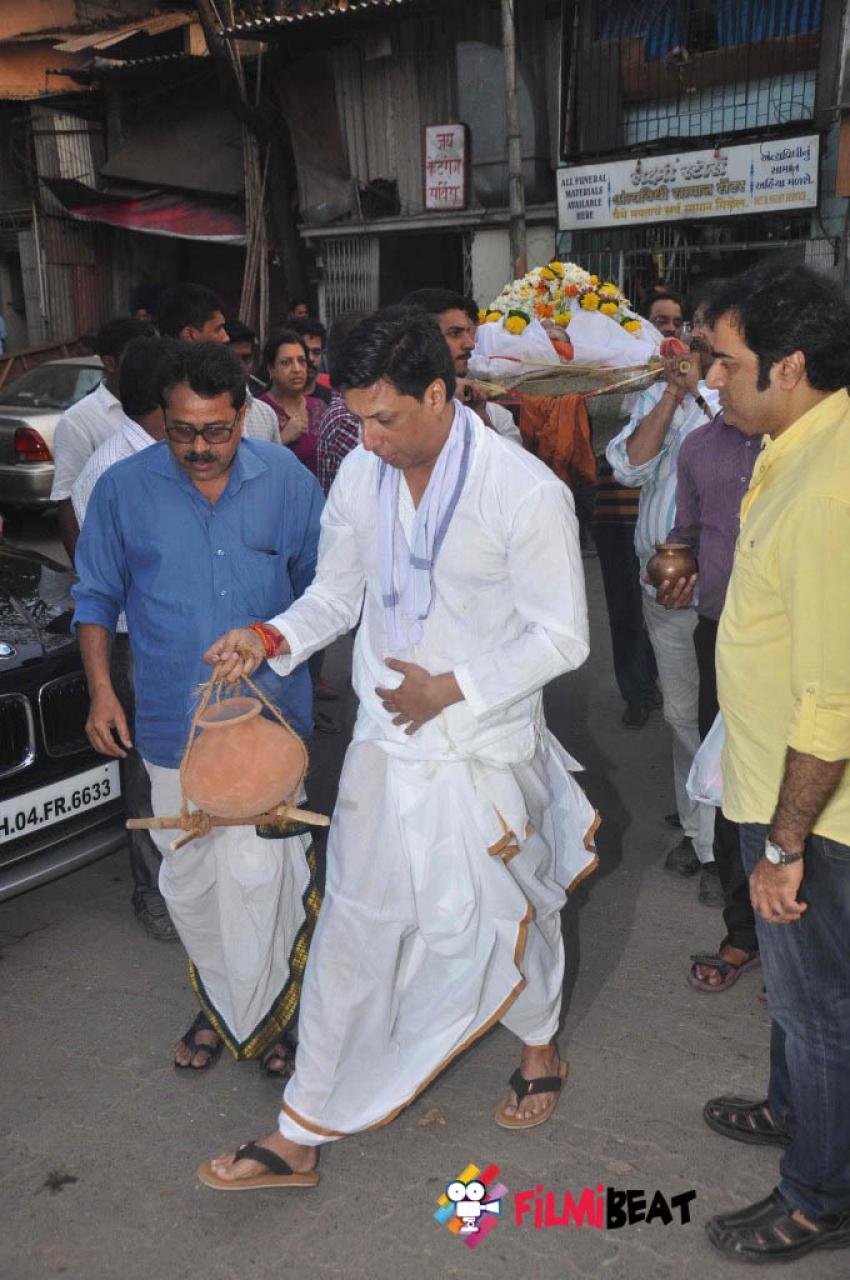 Funeral of Madhur Bhandarkar's Mother Photos