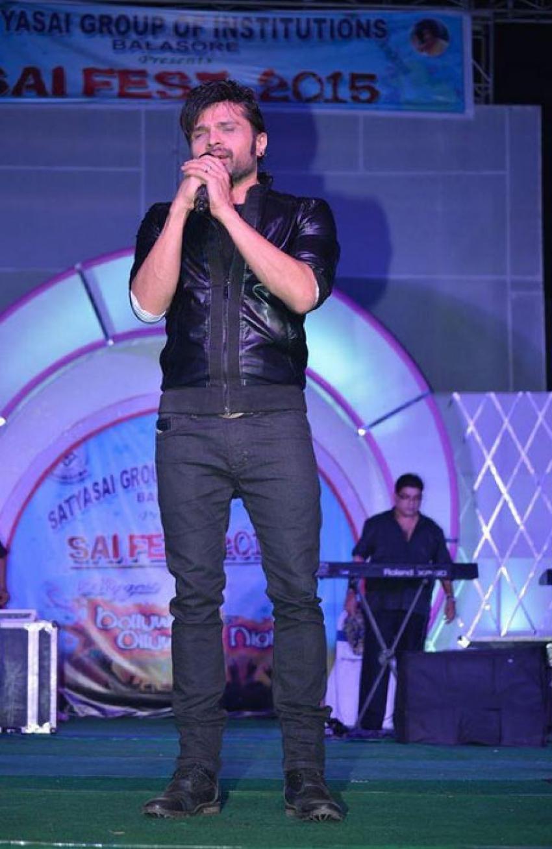 Himesh Reshammiya performed At Satyasai Engineering College Photos