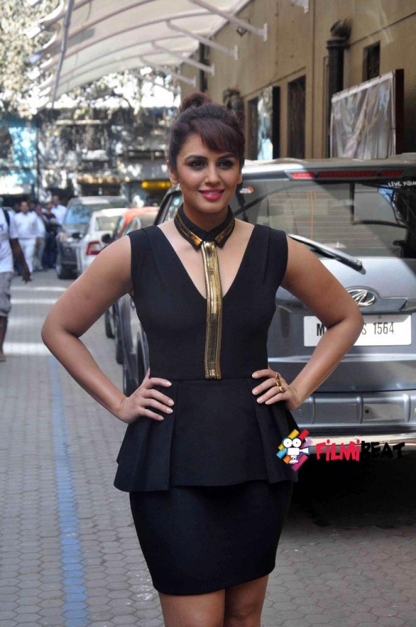 Huma Qureshi launch Oriflame's The One cosmetics range Photos