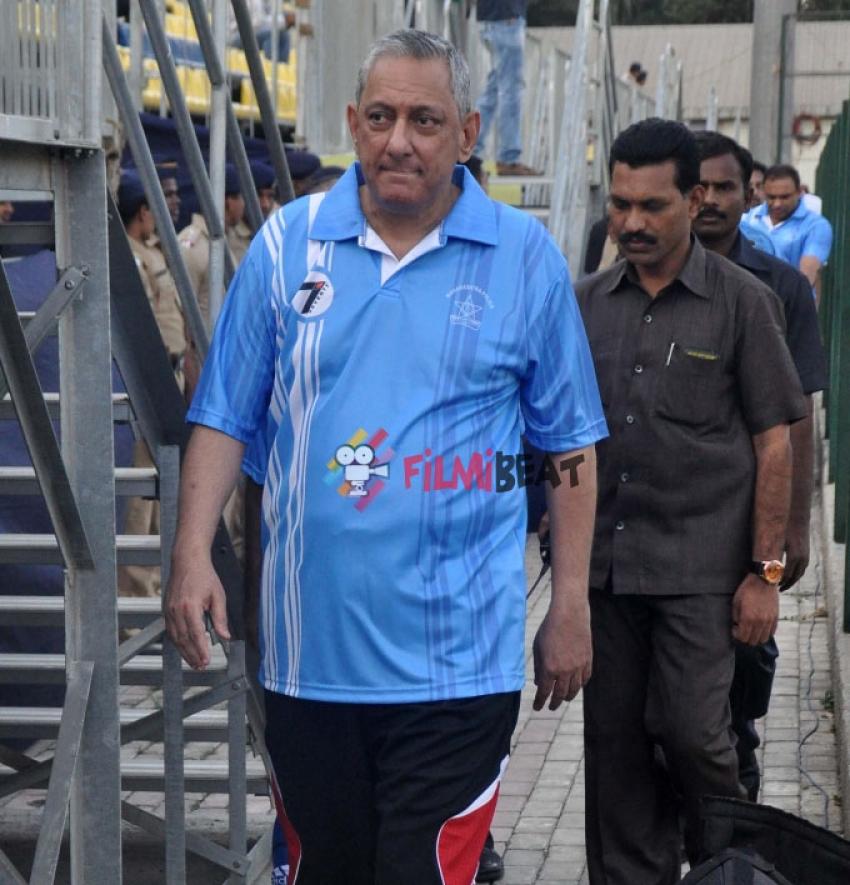 Mumbai Police & Celebrity Friendly Football Match Photos