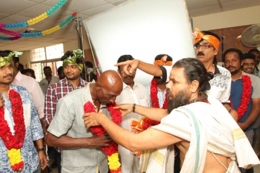 Paambu Sattai Movie Launch Photos