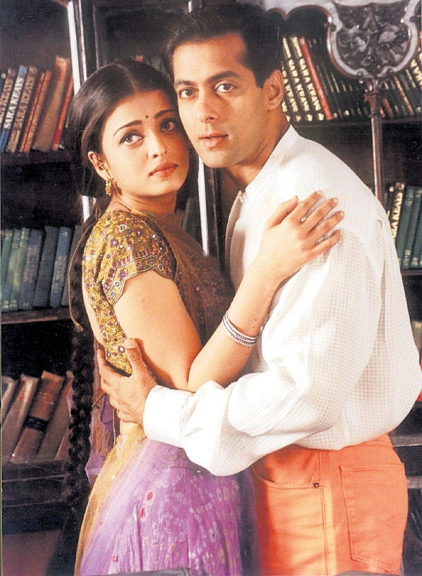 Valentine's Day Special : Romantic On Screen Bollywood Couples Photos