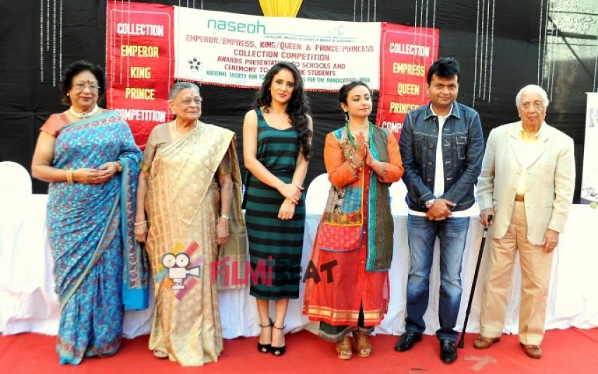 Divya Dutta Celebrate Eco-Friendly Holi With Eco-Friendly Colours Photos