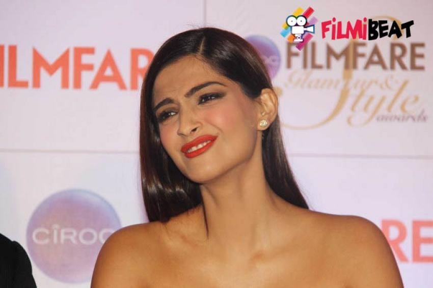 Sonam Kapoor at Press Meet of Filmfare Glamour & Style Awards 2015 Photos