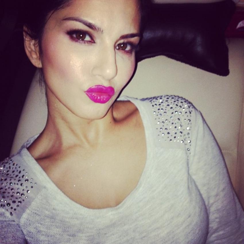 Sunny Leone's Unseen Candid Selfie Pics Photos
