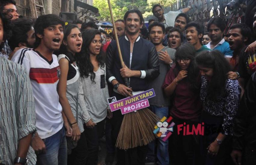 Sushant Singh Rajput At MTV Junkyard Clean Up Drive Photos