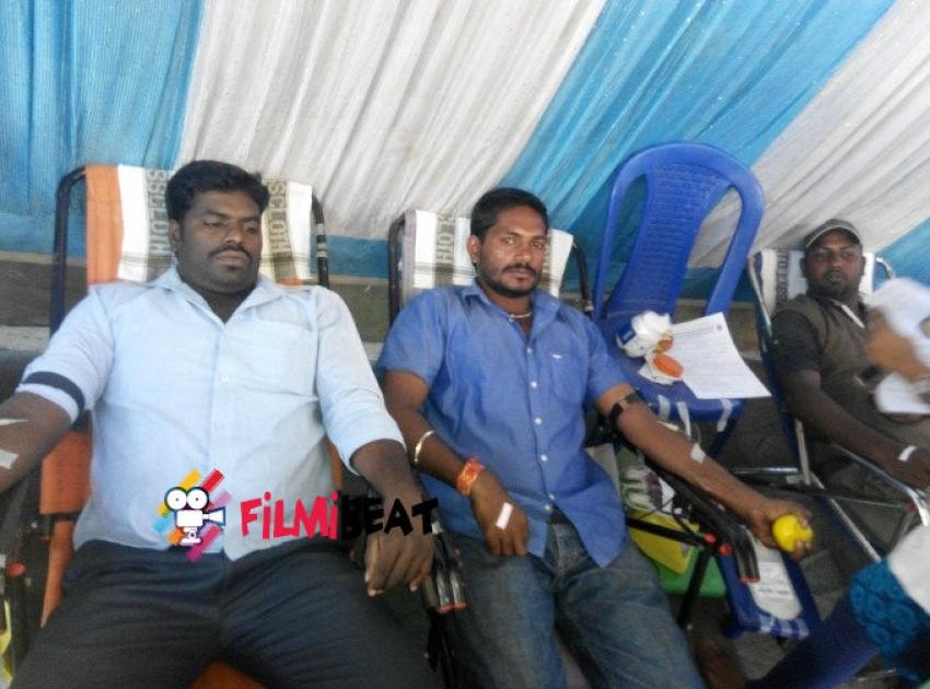 Thala Ajith Fans Celebrate Yennai Arindhaal Movie In Bangalore Photos