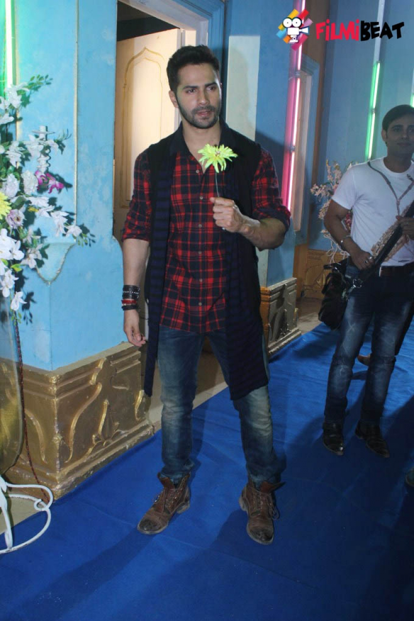 Varun Dhawan Promotes Film Badlapur On The Sets CID Photos