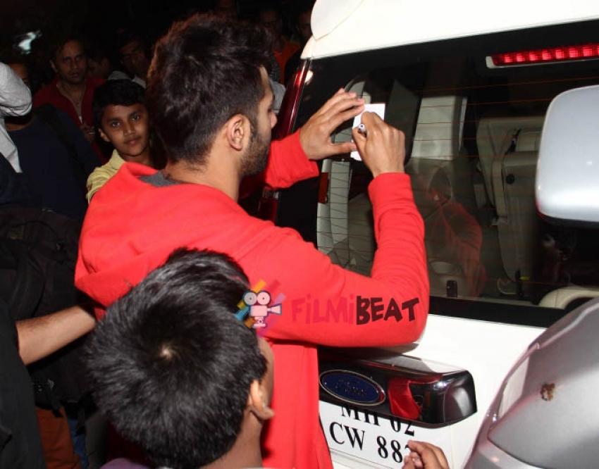 Varun, Yami & Nawazuddin Snapped At Airport Photos