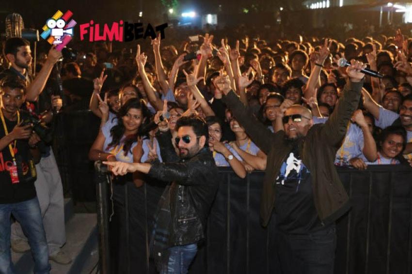 Pallavi Sharda Vishal & Shekar Dazzled the stage at the Pillai College Fest 2015 Photos