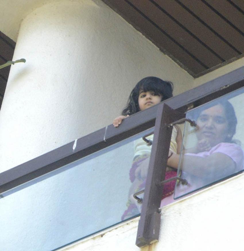 Akshay Kumar Daughter Nitara Snapped At His House Photos