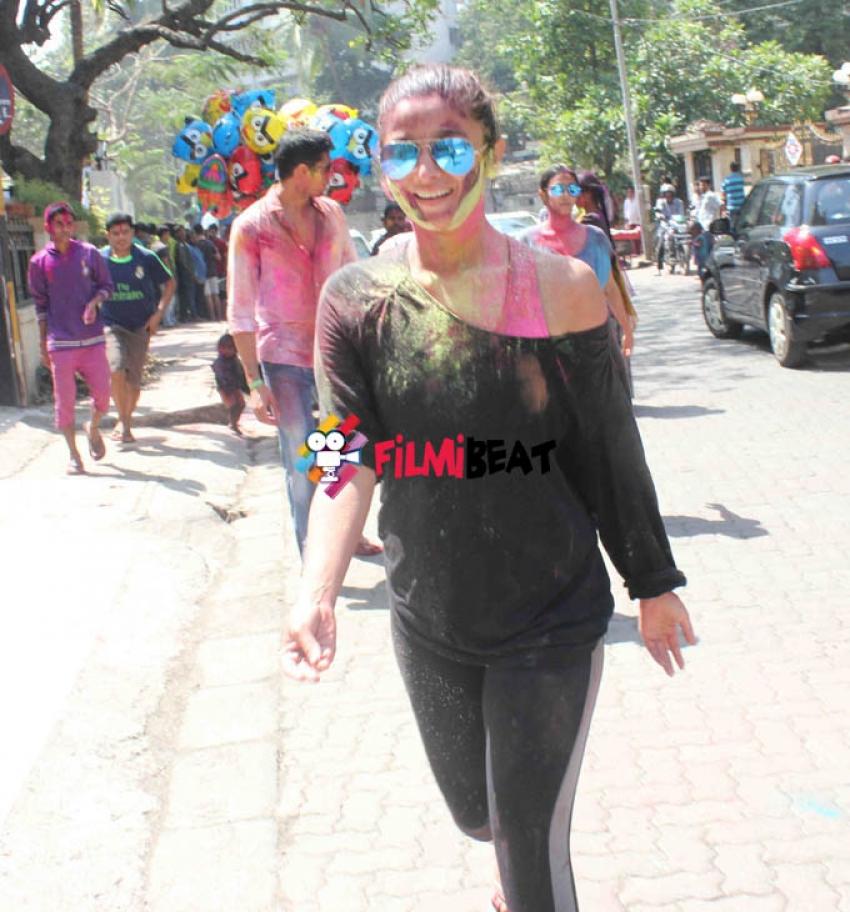 Alia Bhatt and Sidharth Malhotra Celebrate Holi 2015 Photos