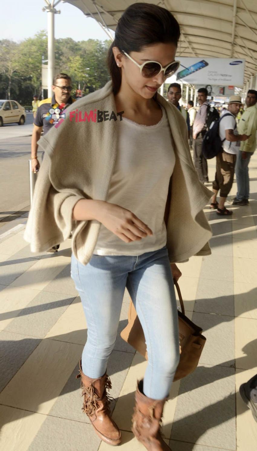 Deepika Padukone & Raveena Tandon Snapped At Airport Photos