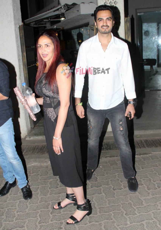 Esha Deol With Husband Bharat Takhtani Snapped At Bandra Photos