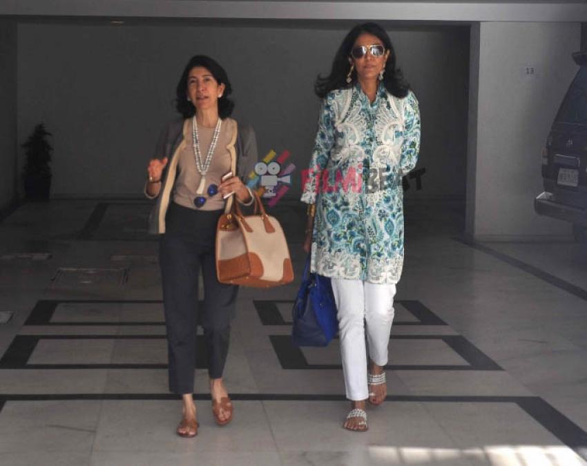Rani Mukerji & Gauri Khan Attend Hiroo Johar's Birthday Bash Photos