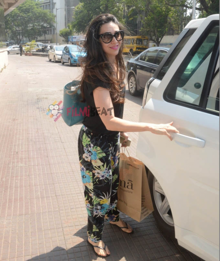 Karisma Kapoor Snapped At Juhu Photos