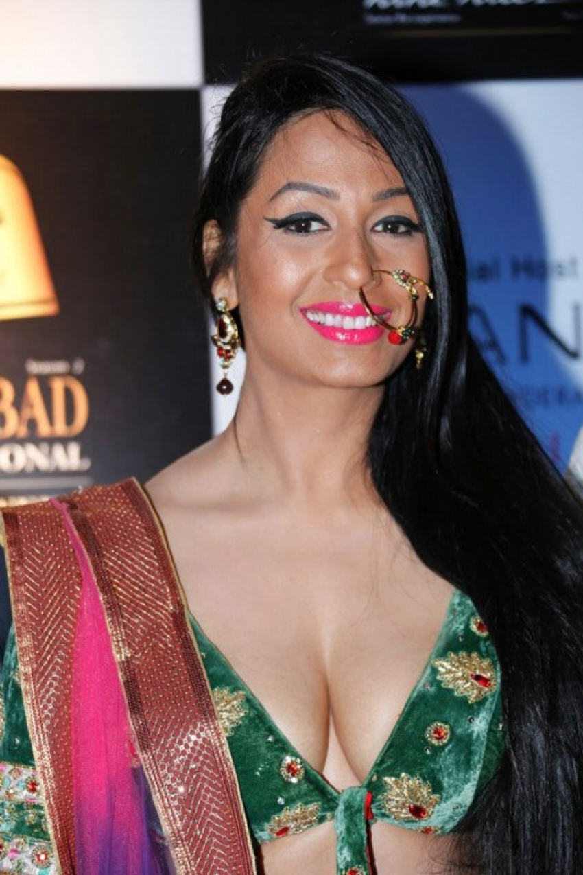 Kashmira Shah Photos Hd Latest Images, Pictures, Stills -4451