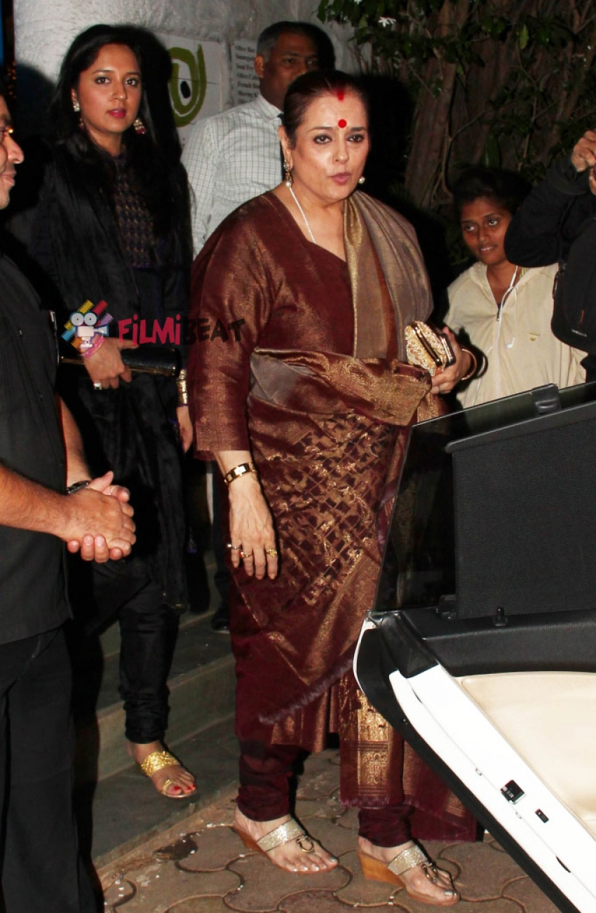 Sonakshi Sinha Snapped At Olive, Mumbai With Mom Poonam Sinha & Sister In Law Photos